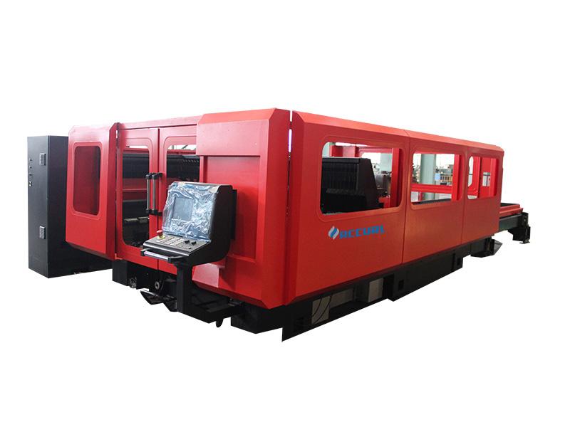 Mašina za lasersko rezanje radi